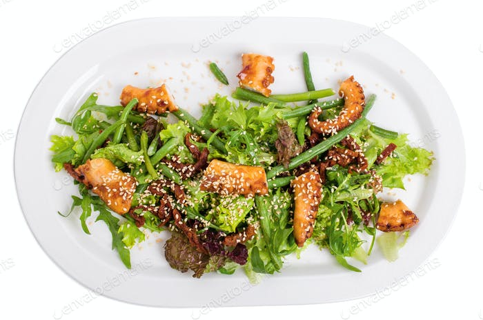 Salad with grilled octopus and dried tomatoes.