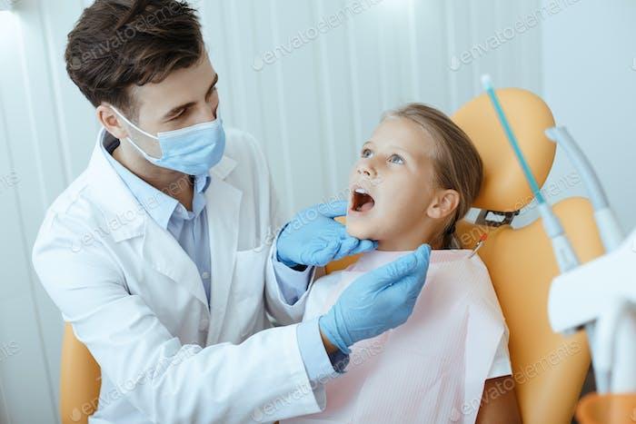 Zahnärztliche Versorgung, Routineuntersuchungen und Kinderzahnheilkunde