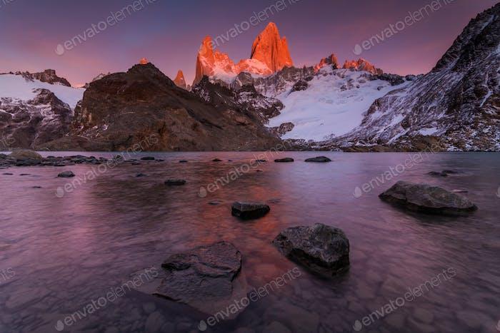 Montaña Fitz Roy al Amanecer, Patagonia, Argentina