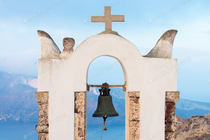 Kleiner Glockenturm in Oia