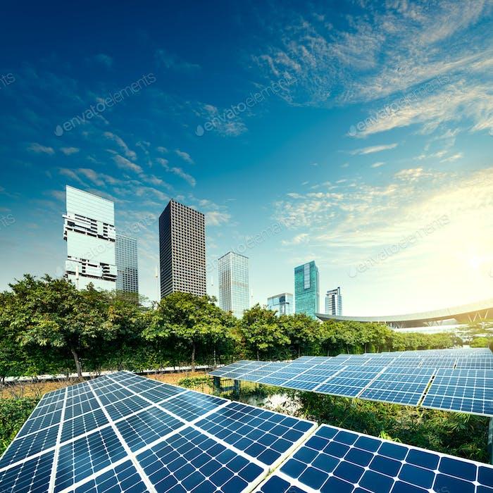 Sonnenkollektoren in der Stadt