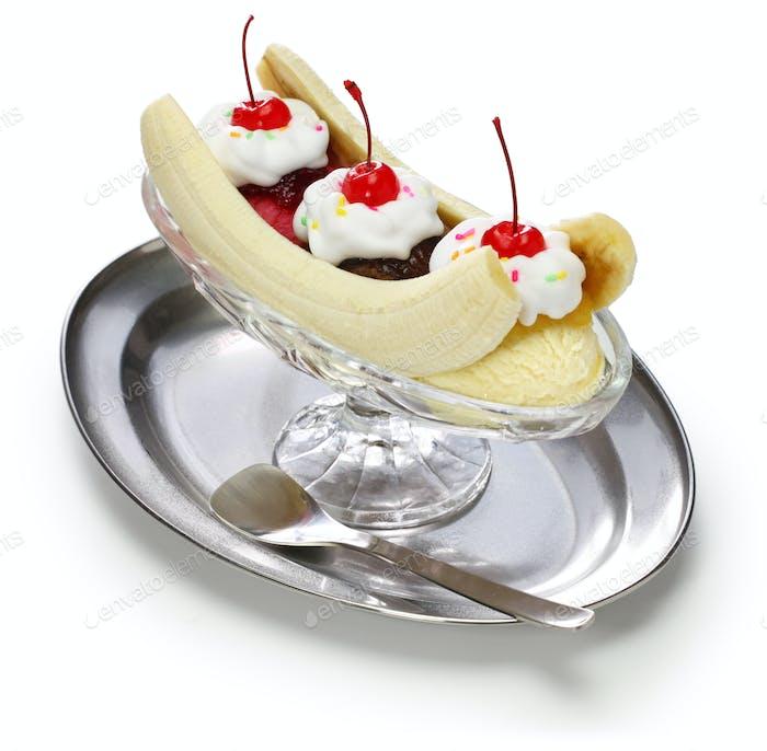 homemade banana split sundae, american dessert