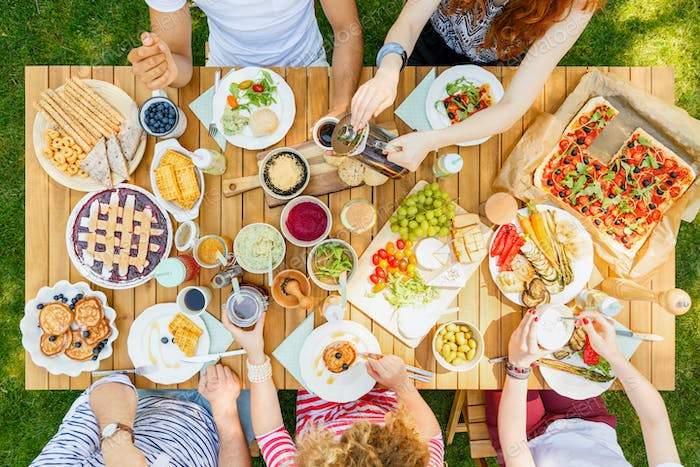 Open-air meal for friends
