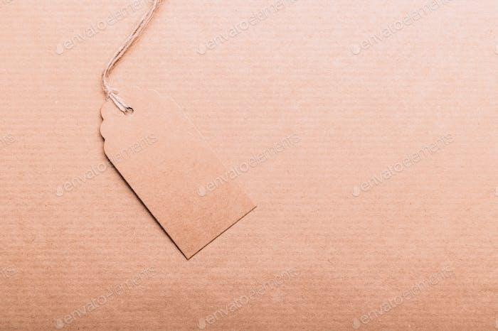 Brauner Kraftpapier-Geschenkanhänger
