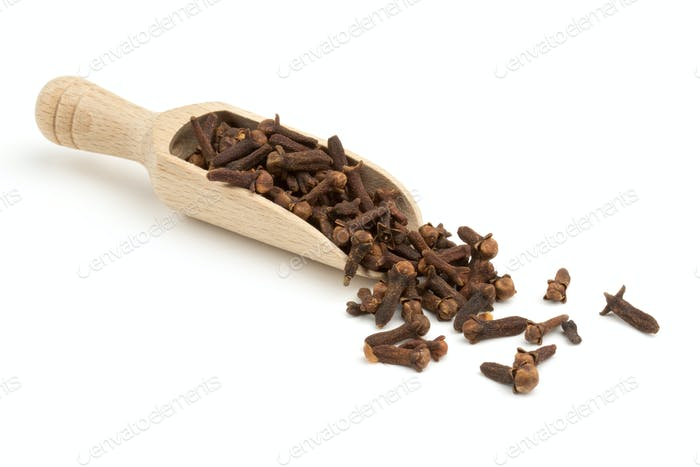 cloves on wooden spoon