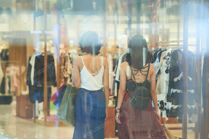 Zeit im Einkaufszentrum verbringen
