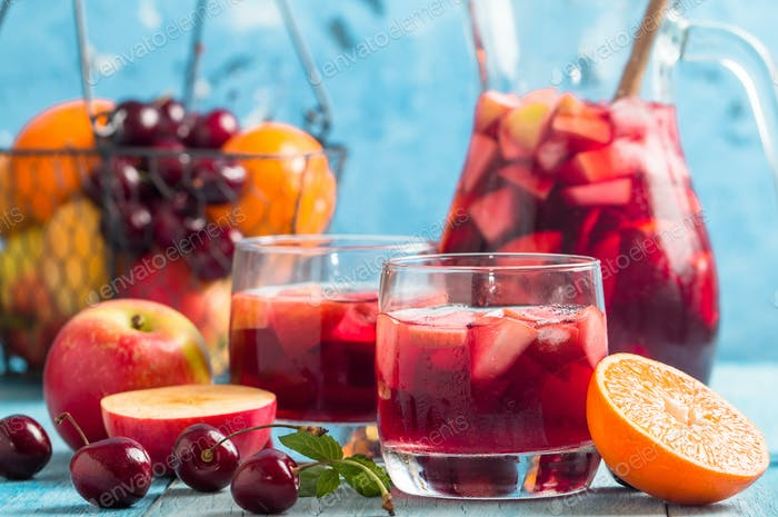 Refreshing sangria or punch