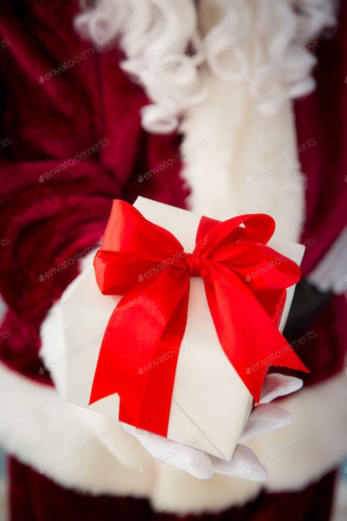 Weihnachtsmann in Geschenkbox