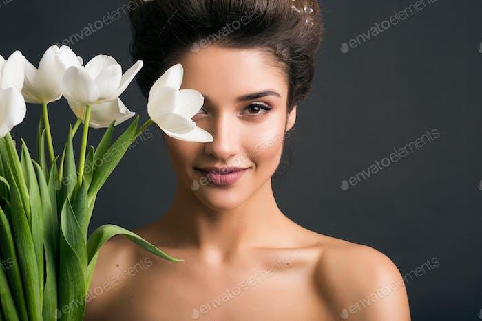 junge schöne stilvolle Frau, Braut, Brautmode
