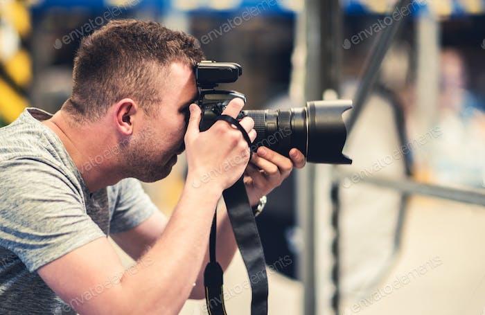 Fotograf mit Pro Equipment
