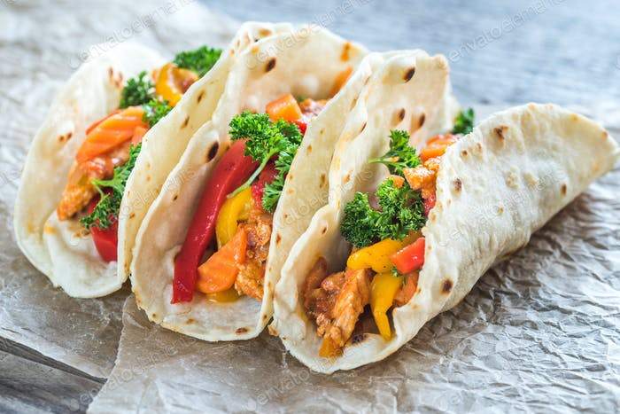 A chicken taco