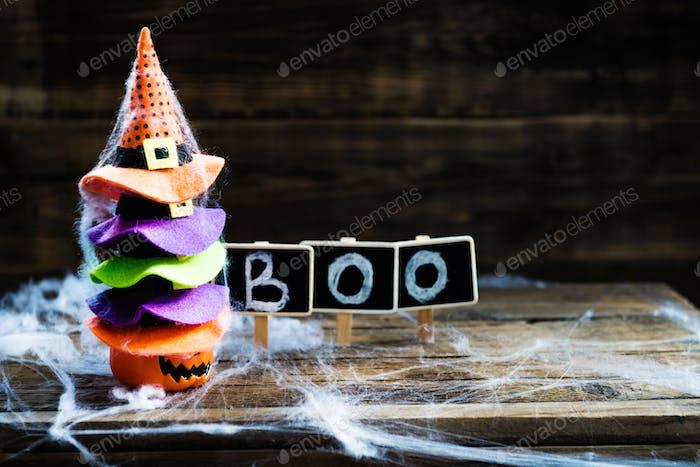 Halloween-Kartenkonzept mit verschiedenen Halloween-Symbolen