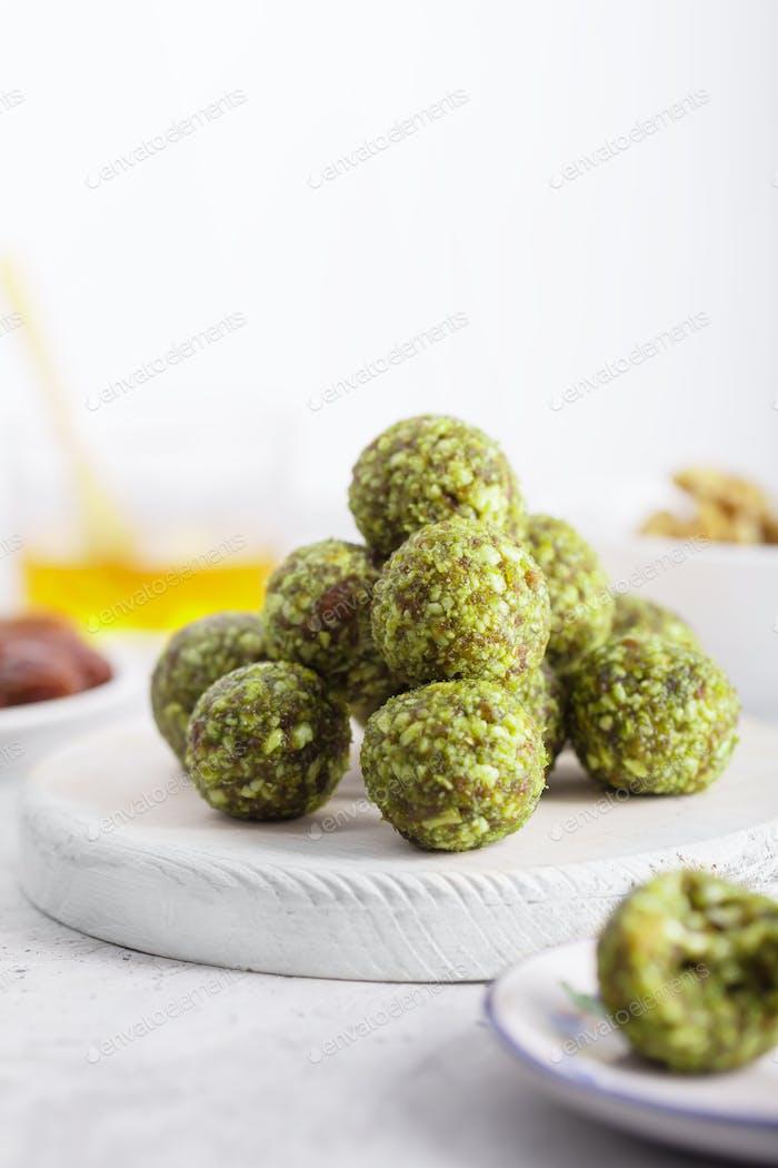 No bake matcha energy bites