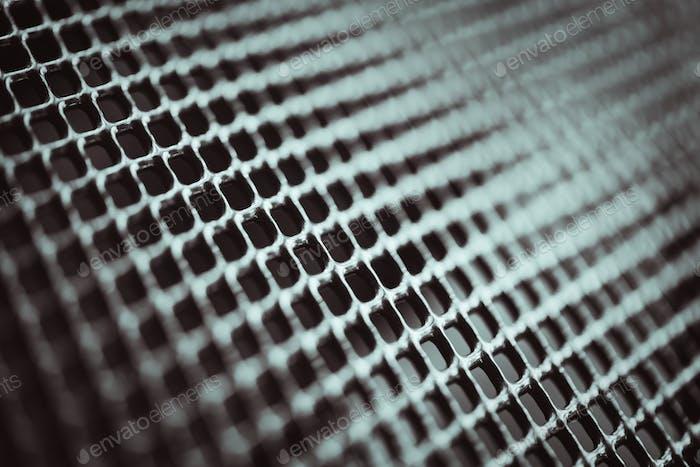 Metallhintergrund. Gitterstruktur mit kleinen Zellen Gitter. Selektiver Fokuspunkt