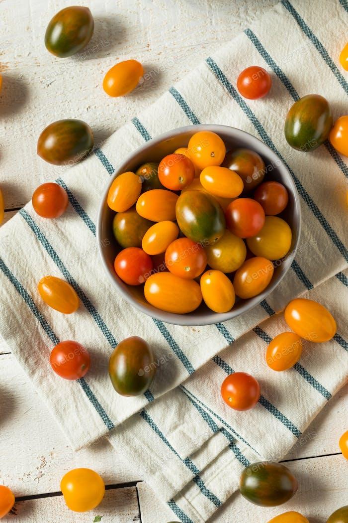 Tomates de cereza orgánicos reliquia