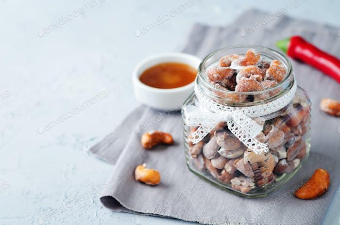 Honey red pepper roasted cashews