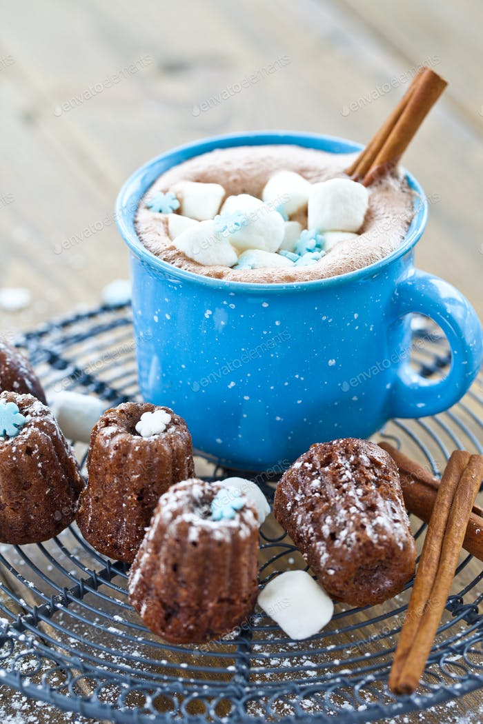 Hot chocolate and little cakes