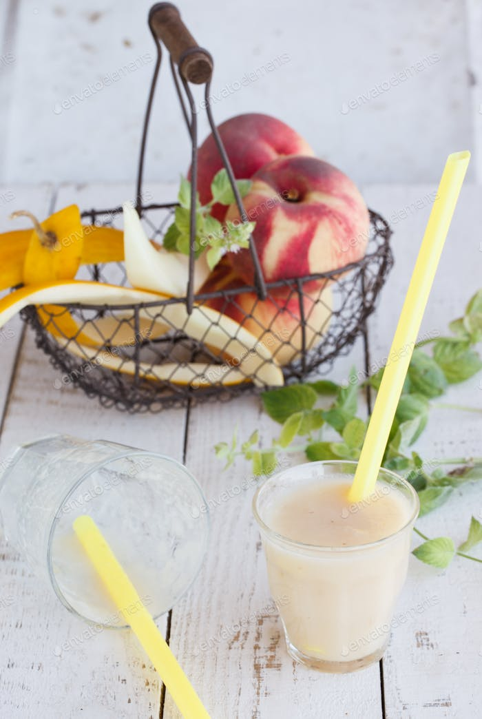Smoothie melon and peach