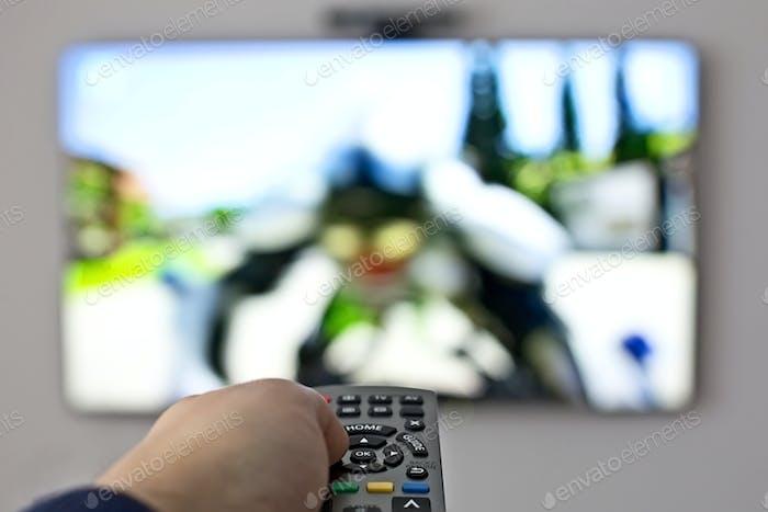 Mando a distancia con pulsador de TV y Mano
