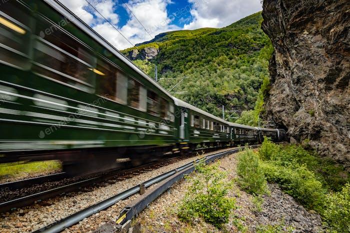 Flam Line ist eine lange touristische Strecke zwischen Myrdal und Flam in Aurland, Norwegen.