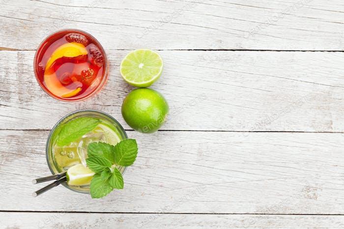 Zwei Cocktailgläser