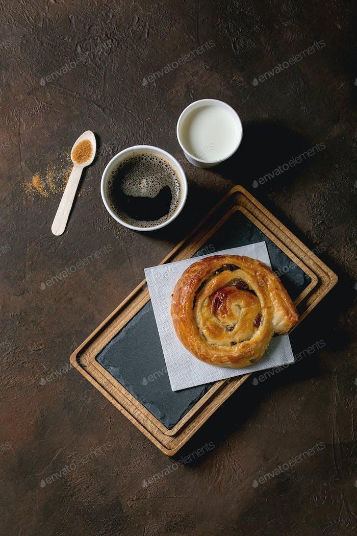 Puff pastry bun