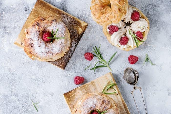 Choux Kuchen Paris Brest mit Himbeeren