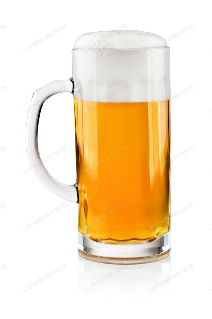 Glas Bier auf weiß