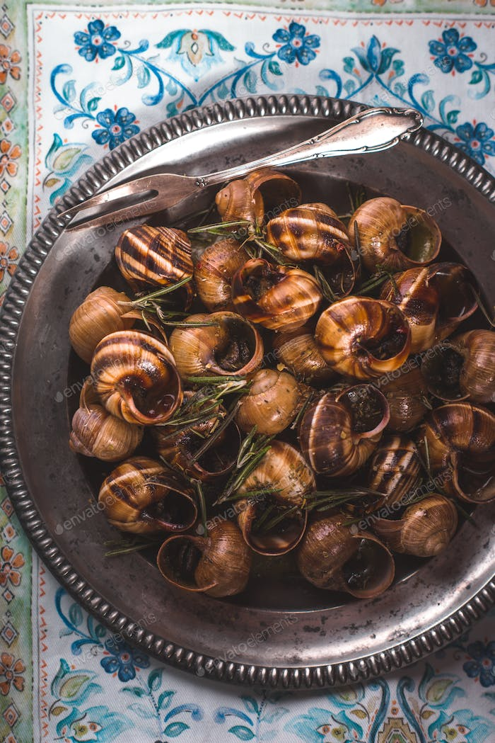 Burgundy snails with herbs on the napkin pattern