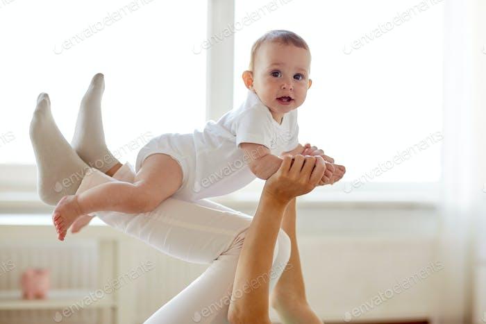 madre jugando con Bebé en Página de inicio