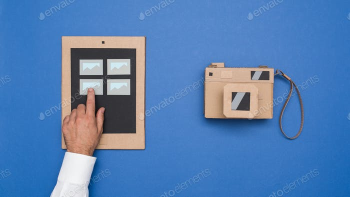 Viewing pictures on a carboard tablet