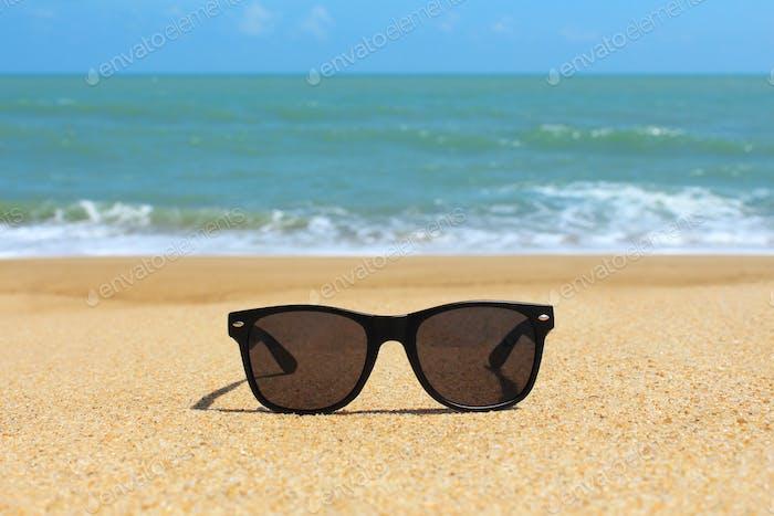 Gafas de sol negras en la Playa