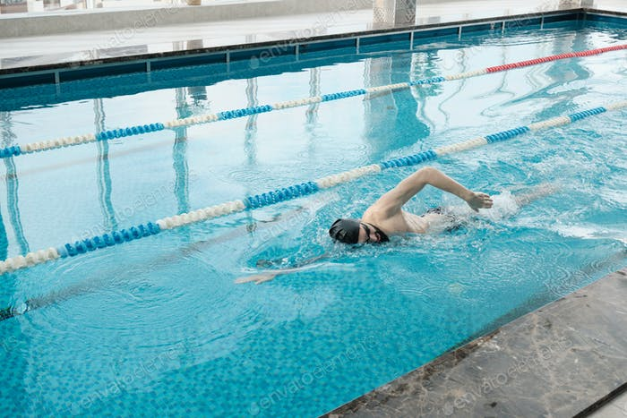Training im Schwimmbad