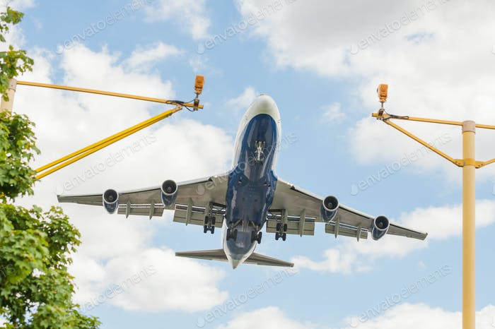 große Passagierjet-Landung