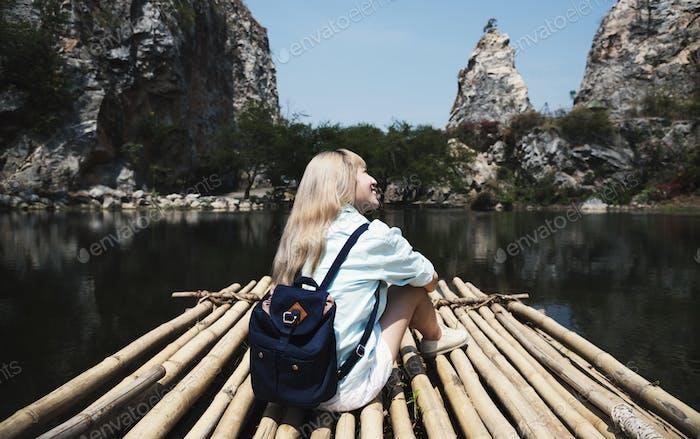 Junge Frau solo Reise Reise Sightseeing