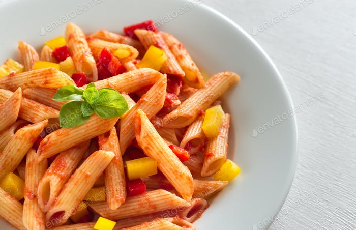 Penne with tomato sauce and fresh pepper