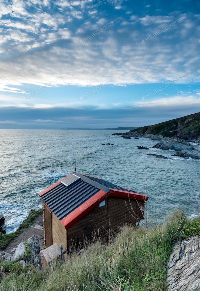 Strandhütte auf Klippen