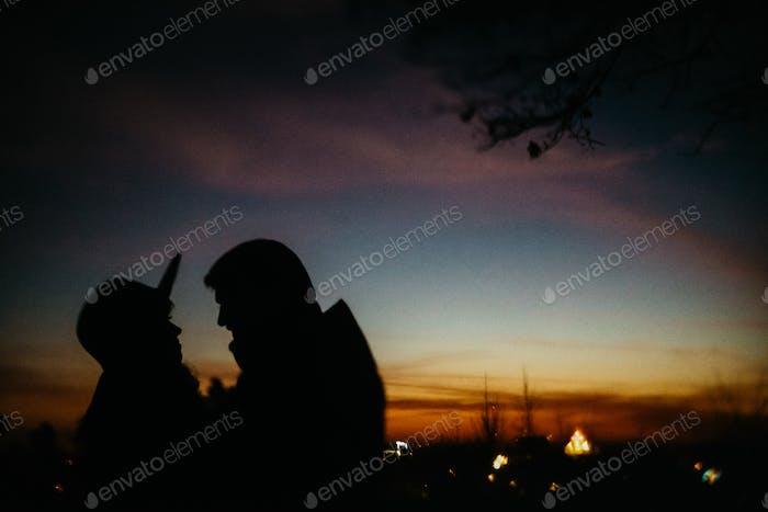 Silhouette des glücklichen Paares
