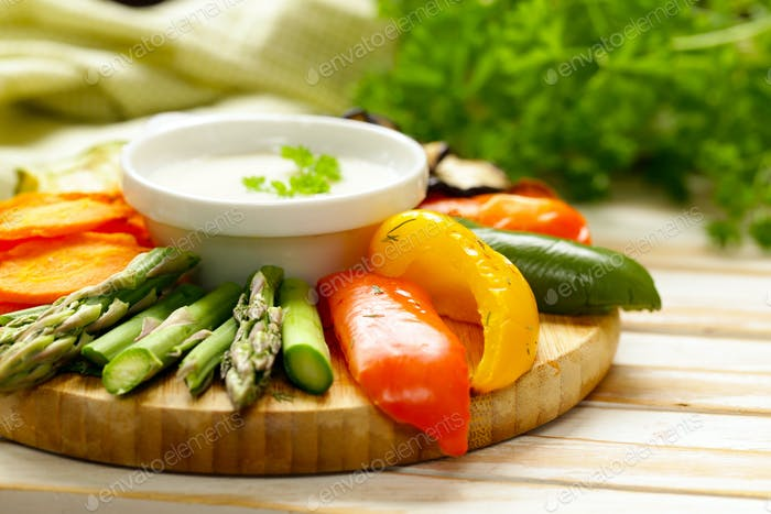 Grilled Vegetables with Yoghurt Dip