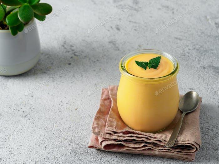 Mango Lassie - Joghurt oder Smoothie mit Kurkuma