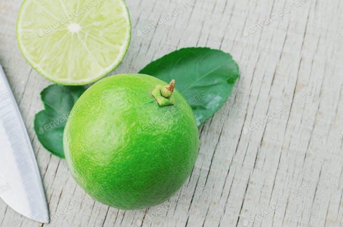 lemon cut and knife