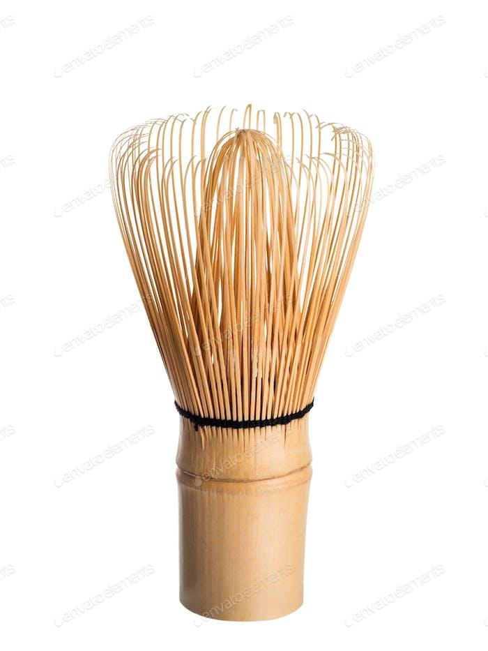 Bambus Matcha Tee Schneebesen oder Chasen isoliert weiß