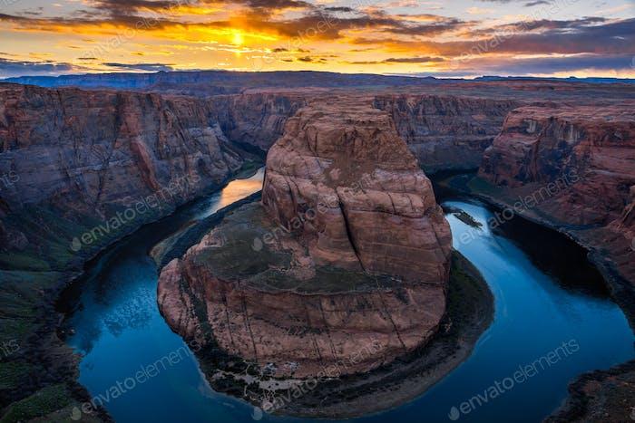 Horseshoe Bend bei Sonnenuntergang, Arizona, USA