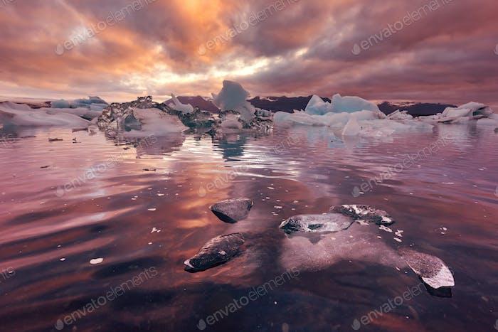 Eisberge in Jokulsarlon Gletscherlagune