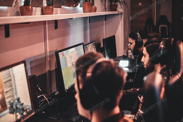 People are playing videogames at popular championship