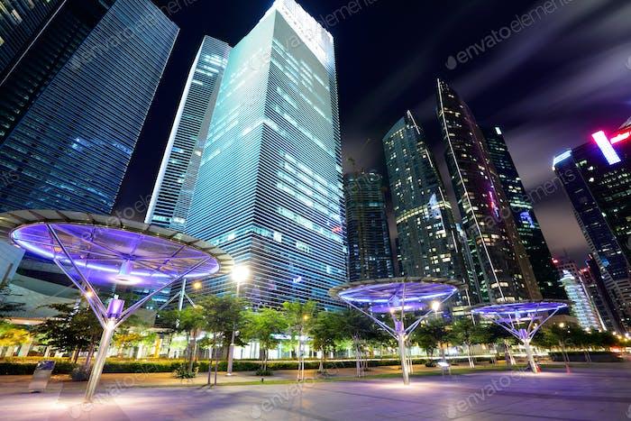 Singapur City in der Abenddämmerung