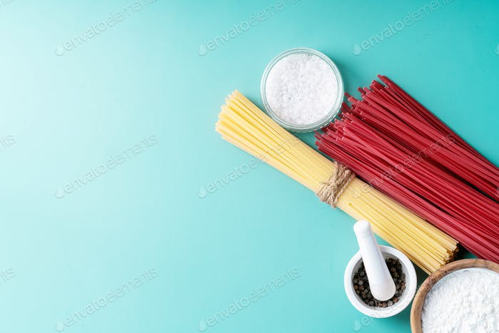 Rohstoffe zum Kochen von Nudeln