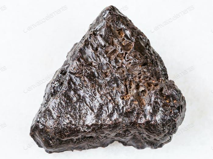 roher Hämatit Stein auf weiß