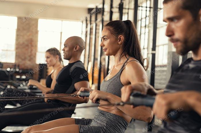Fitnesstraining am Rudergerät