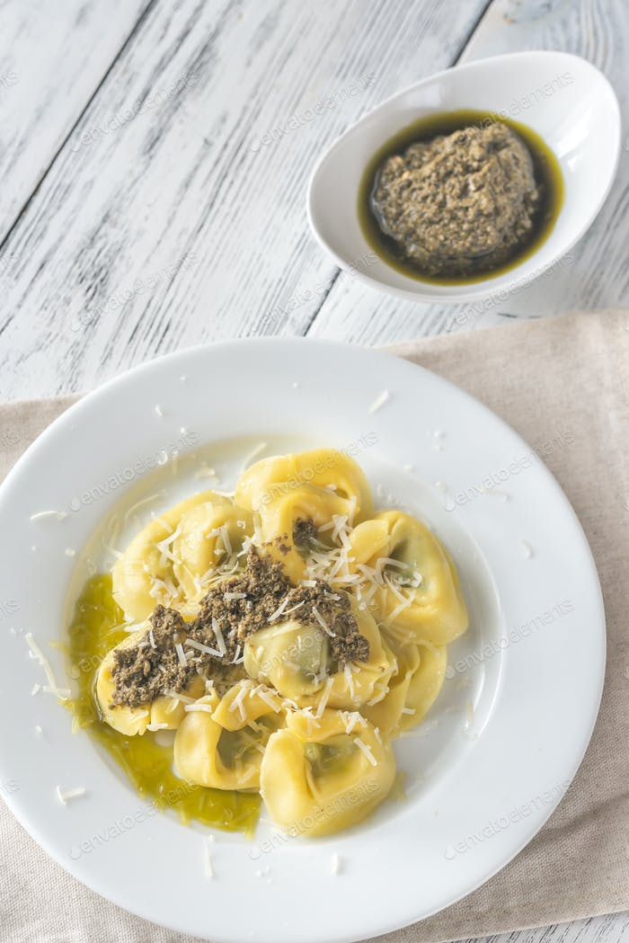 Tortelloni stuffed with ricotta with pesto